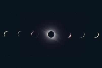 新月とアロマ(精油)
