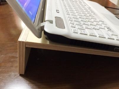 手作りパソコン台で目の疲れ、肩こり腰痛の改善に